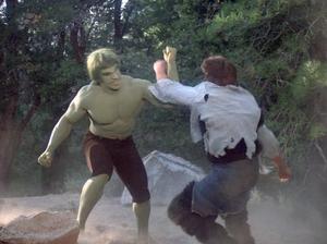 Antowuk-Horror-Monster-fights-Hulk