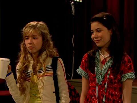 File:ICarly.S01E01.iPilot.HR.DVDRiP.XviD-LaR.avi 000474541.jpg
