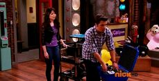 ICarly.S07E07.iGoodbye.480p.HDTV.x264 -Finale Episode-.mp4 002341962-018