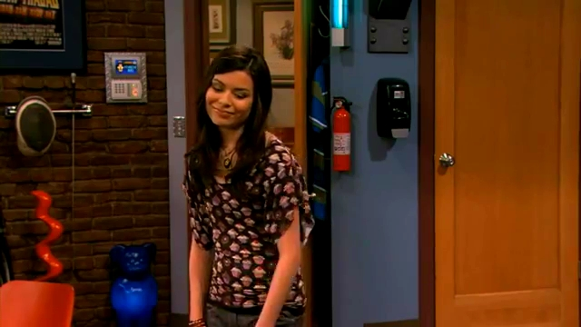 File:ICarly iSaved Your Life (Extended Version ) HD part 1.flv 000593693.jpg