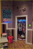 Miranda-cosgrove-icarly-hot-room-14