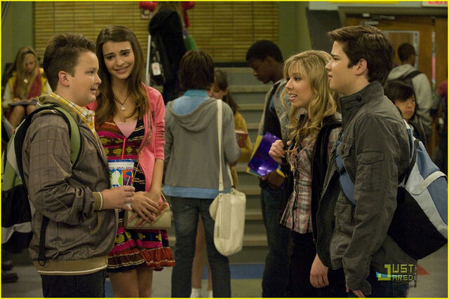 File:895px-Seddie and others.jpg