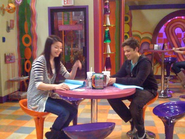 File:ICarly - Miranda and Nathan rehearsing.jpg