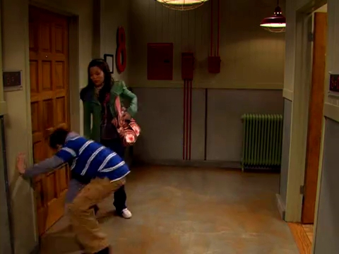 File:ICarly.S01E01.iPilot.HR.DVDRiP.XviD-LaR.avi 000271000.jpg
