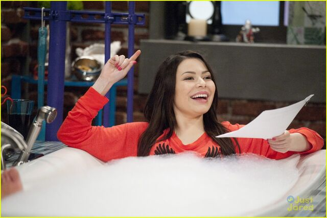 File:Icarly-toe-fat-cakes-07.jpg