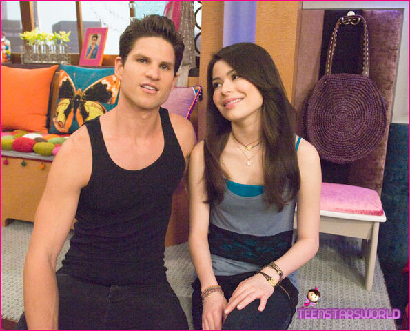 File:ZiCarly-iHire-An-Idiot-Stills-7.jpg