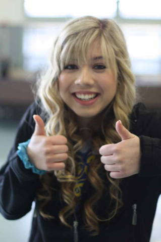 File:319px-Jennette, extreme face close-up, 05-25-11 tumblr llt4v6pfww1qelymko1 1280.png