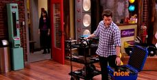 ICarly.S07E07.iGoodbye.480p.HDTV.x264 -Finale Episode-.mp4 002320065-004