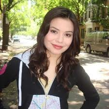 File:Miranda Cosgrove; Evidently in NYC.jpg