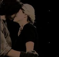 File:Kick kiss manip, SeddieCupcake
