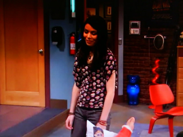 File:ISaved Your Life - Carly tells Freddie.jpg