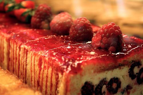 File:Raspberry cake.jpg
