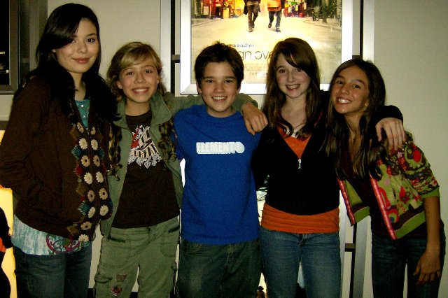 File:Lexi and friend with iCarly cast.jpg
