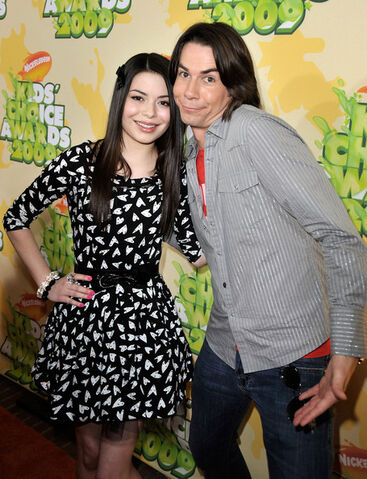 File:Miranda Cosgrove Jerry Trainor Nickelodeon kaf420dxEkLl.jpg