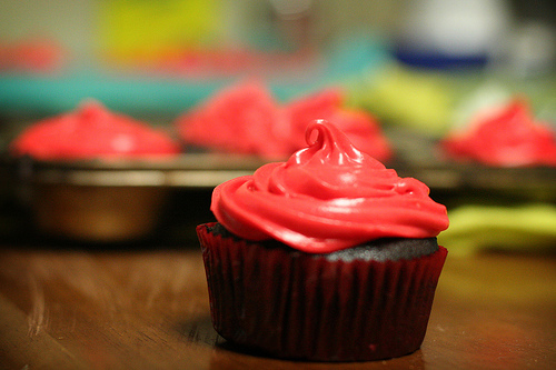 File:Devil's food cupcakes with white chocolate cream cheese frosting.jpg
