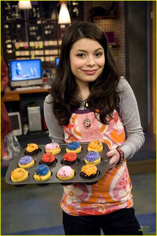 File:Icarly-saved-life-cupcakes.jpg