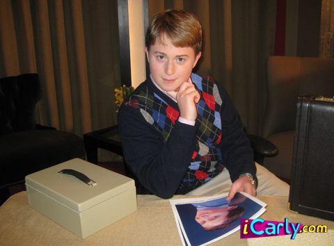 Neville icarly