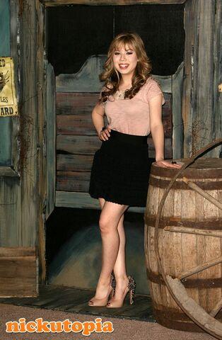File:Jennette-McCurdy-Rango-Premiere-1.jpg