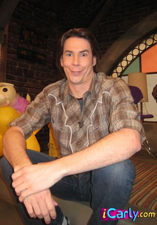 File:Jerry Trainor5.jpg