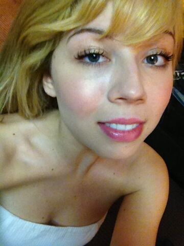 File:Jennette May 2, 2013.jpg