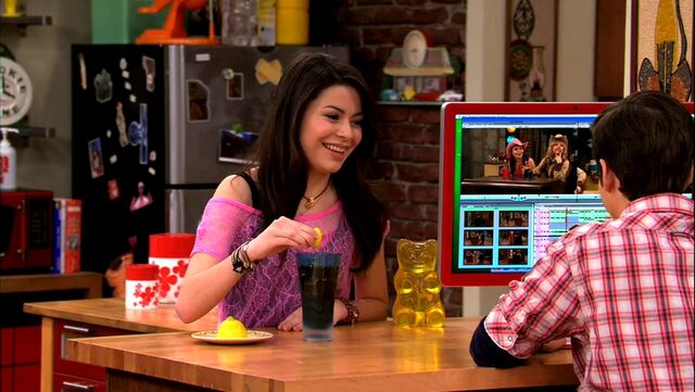 File:ICarly.S04E09.iPity.the.Nevel-HD.480p.WEB-DL.x264-mSD.mkv 000013346.jpg