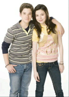 File:ICarly - Miranda Cosgrove and Nathan Kress.jpg