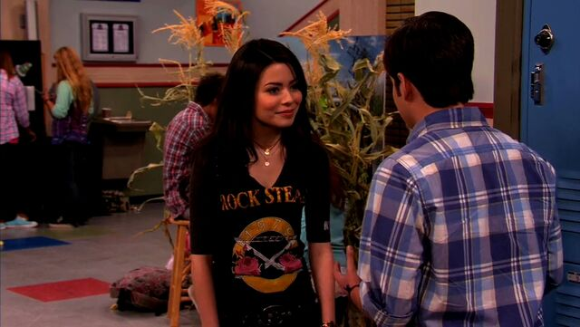File:ICarly.S04E10.iOMG-HD.480p.Web-DL.x264-mSD.mkv 000985556.jpg