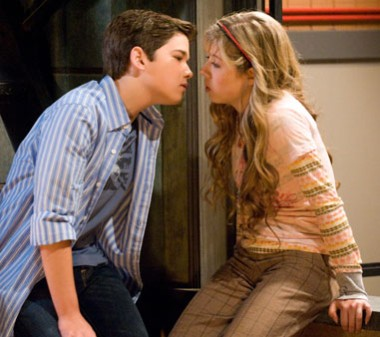 File:380px-Icarly-kiss-201.jpg
