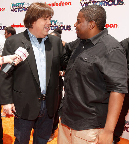 File:Dan+Schneider+Nickelodeon+iParty+Victorious+oK7hy73jcTfl.jpg