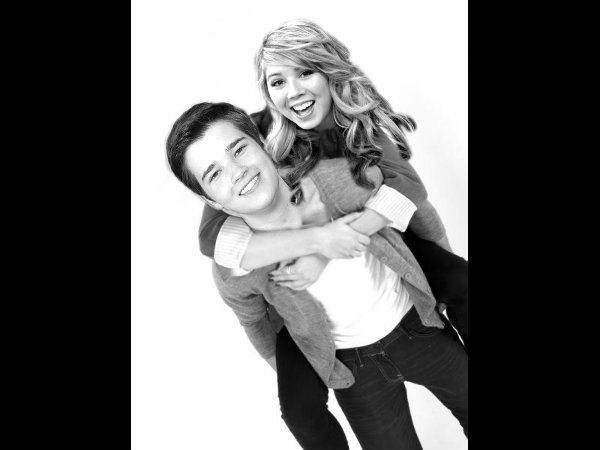 File:Seddie Piggy Back Ride.jpg