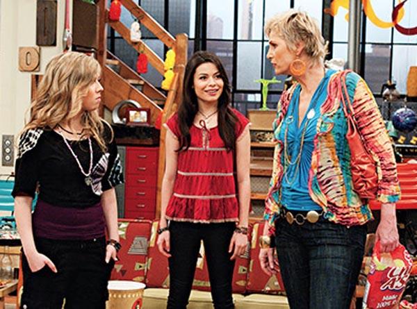 File:Sam, Carly, and Sam's mom.jpg