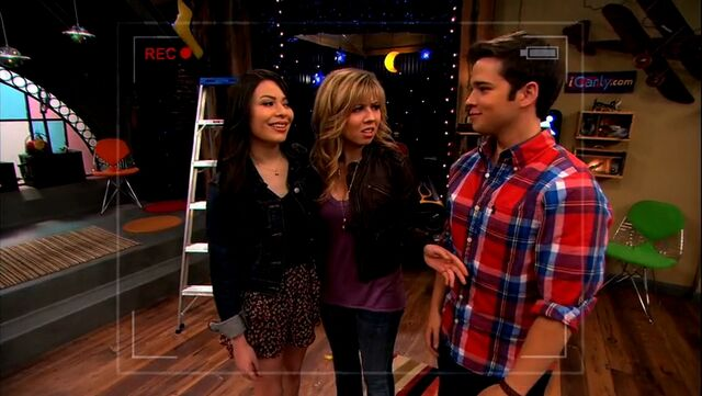 File:ICarly.S05E10.iToe.Fat.Cakes.480p.WEB-DL.x264-mSD.mkv 000081248.jpg