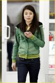 Miranda-cosgrove-hungry-cat-01