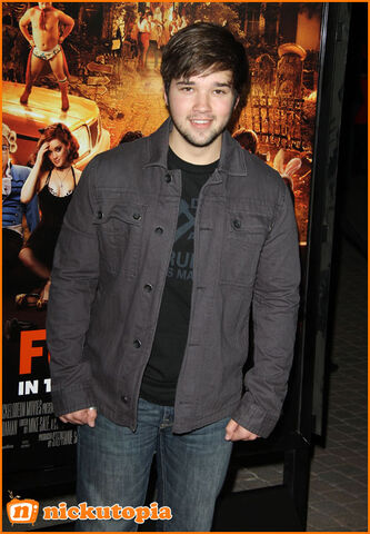 File:Nathan-Kress-Facial-Hair-Fun-Size-Movie-Premiere.jpg