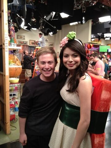 File:Carly and nevel.jpg