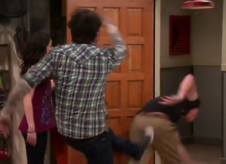 File:ICarly-iPear-Store-Episode-10.png