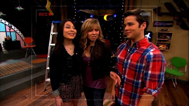 File:ICarly.S05E10.iToe.Fat.Cakes.480p.WEB-DL.x264-mSD.mkv 000081748.jpg