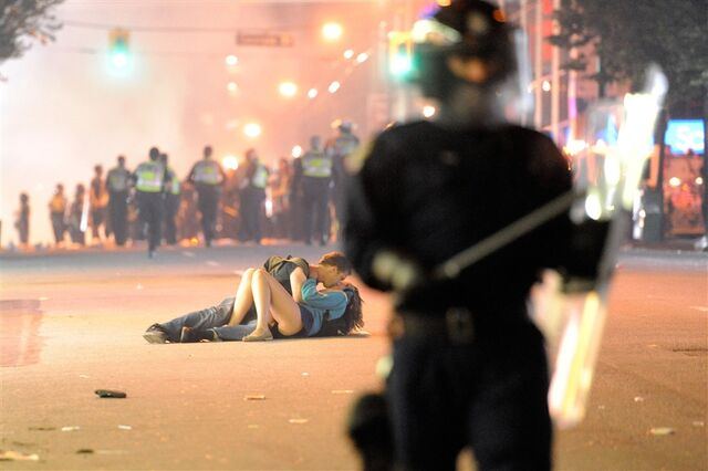 File:Pb-110616-amorous-protesters-9a.photoblog900.jpg