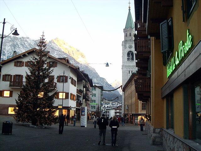 File:Cortina d'Ampezzo.jpg