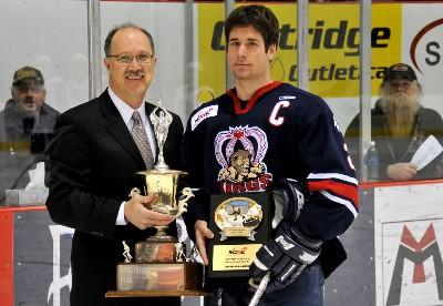 File:Steven Shamanski receives Brian Kozak Memorial Award.jpg