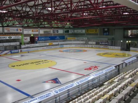 File:EishalleKusnacht2.jpg