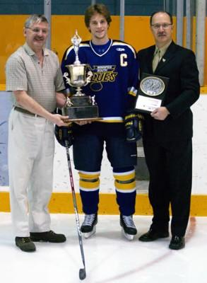 File:Wade Poplawski with Brian Kozak Memorial Award.jpg