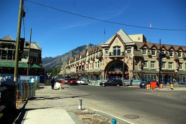 File:Banff, Alberta.jpg