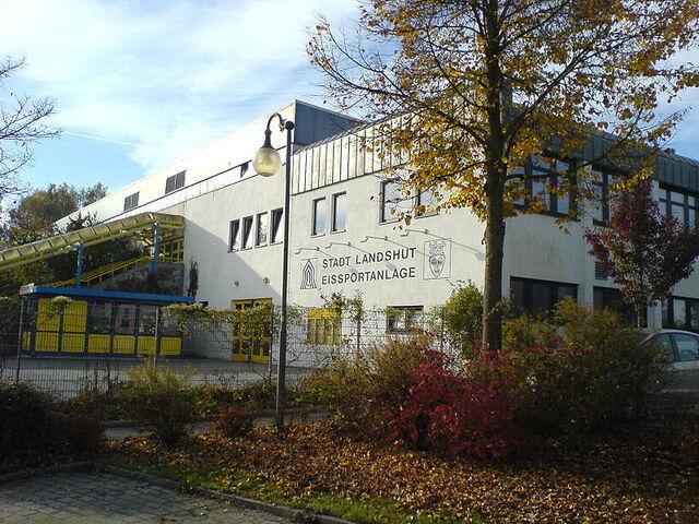 File:Ice hockey arena Landshut.jpg