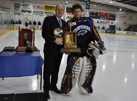 File:Jayson Argue accepting Top Goaltender Award.jpg