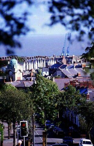 File:Barry, Vale of Glamorgan.jpg