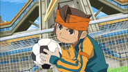 Endou passing the ball