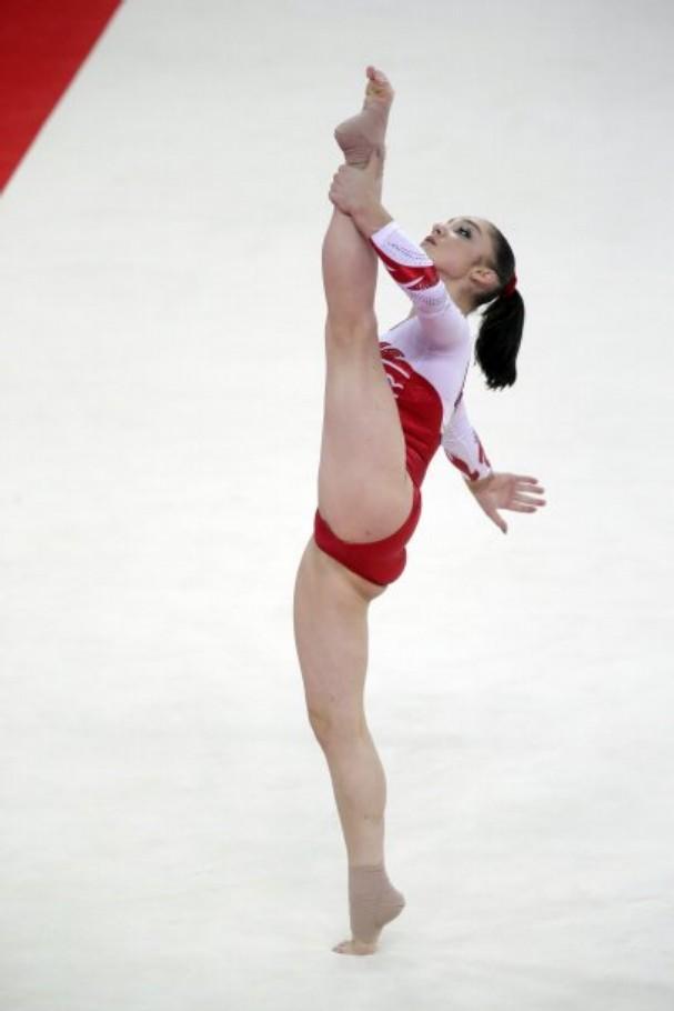 aliya-mustafina-golaya