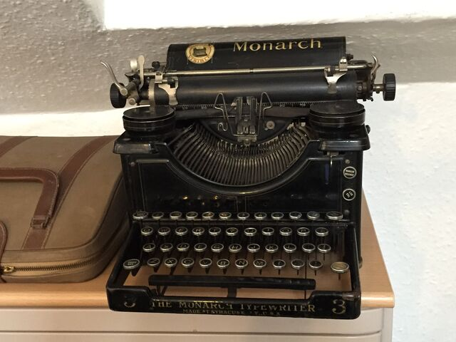 File:Typewriter-816978 1920.jpg