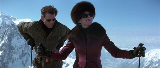 File:The World Is Not Enough - Bond and Elektra take to the slopes.jpg